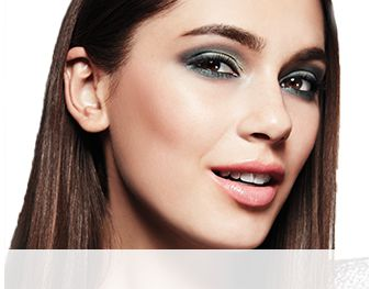 Get the step-by-step application tips for the Emerald Eyes Look created by Mary Kay Guest Makeup Artist Sam Addington.