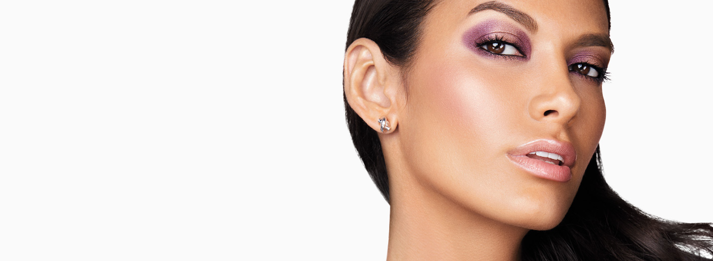 Close-up of model wearing The Runway Your Way Makeup Artist Look from Mary Kay.