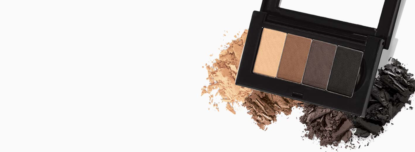 Mary Kay Petite Palette™ llena y varias muestras de sombras Mary Kay Chromafusion®.