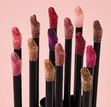 Close-up shot of the applicator tip of several shades of Mary Kay Unlimited™ Lip Gloss