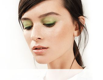 Get the step-by-step application tips for the Green Light look created by Mary Kay Global Makeup Artist Keiko Takagi.