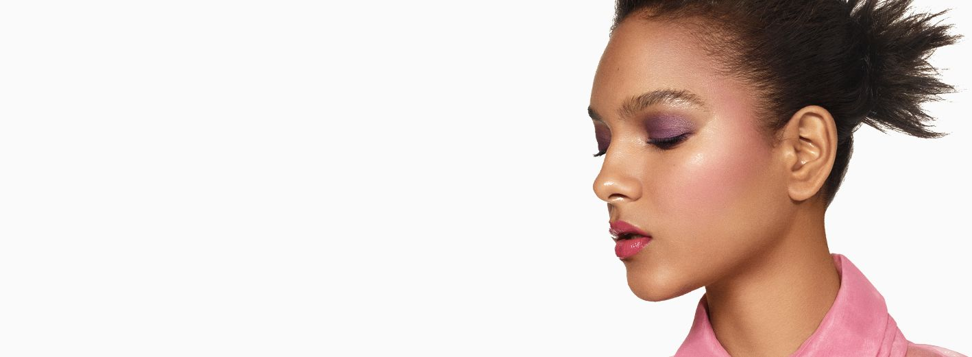 Get the step-by-step application tips for the Bold All Over makeup artist look created by Guest Makeup Artist Sam Addington.