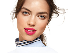 Get the step-by-step application tips for the Hot Lips Look created by Guest Makeup Artist Sam Addington.